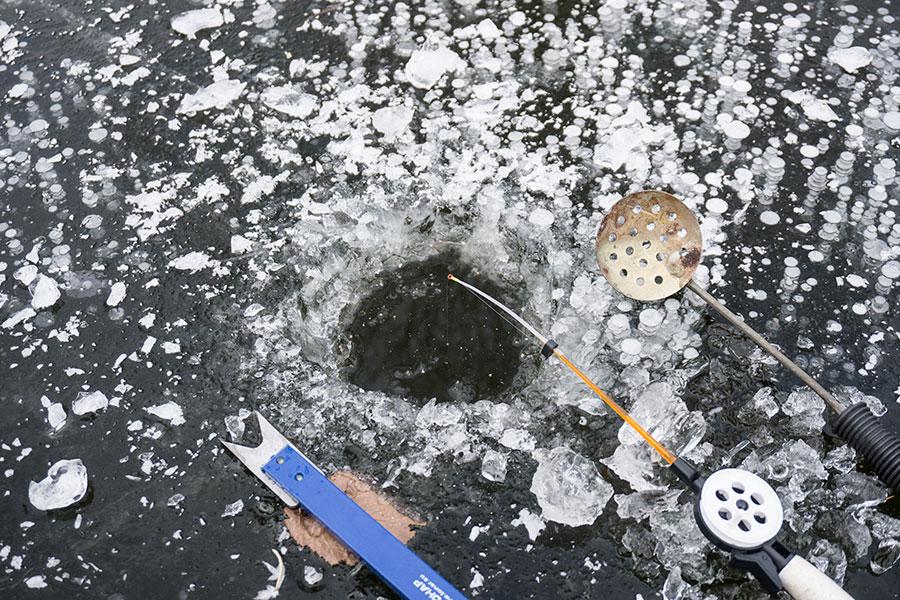 лунка на первом льду