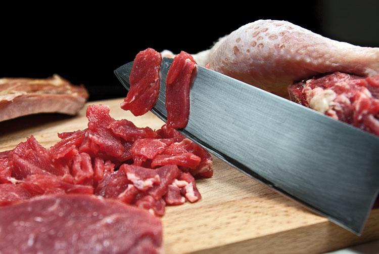 разделка говяжьей мякоти для сборной мясной солянки