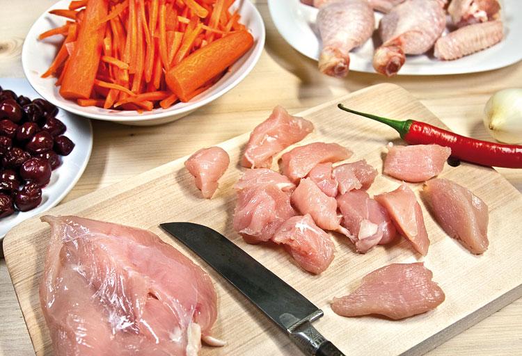 разделка цыпленка для плова с вишней и с курицей