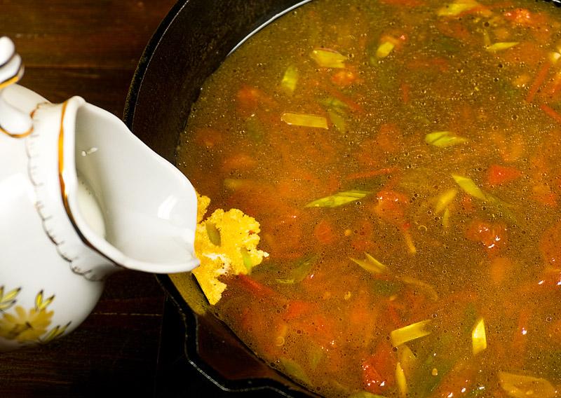 добавление сливок к рыбному супу